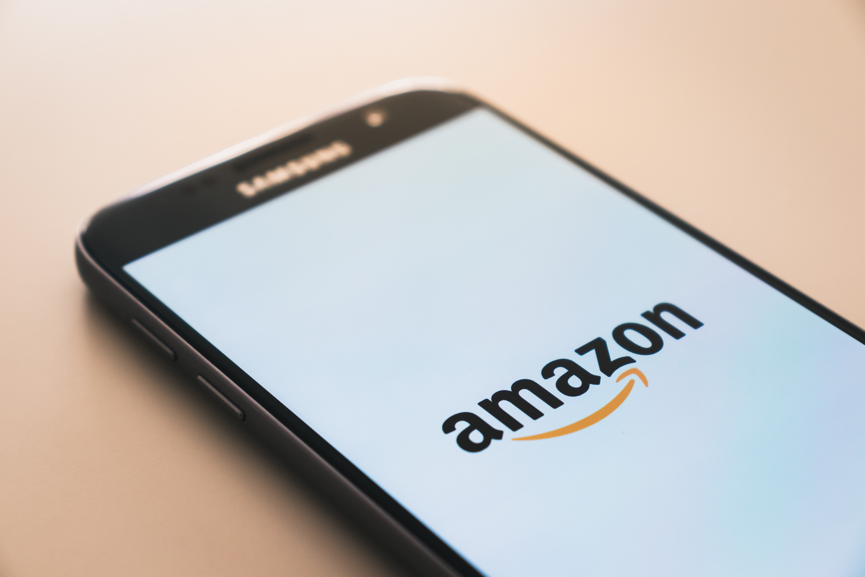 Amazon lance son programme influenceurs_Hivency Blog_Photo de Christian Wiediger via Unsplash
