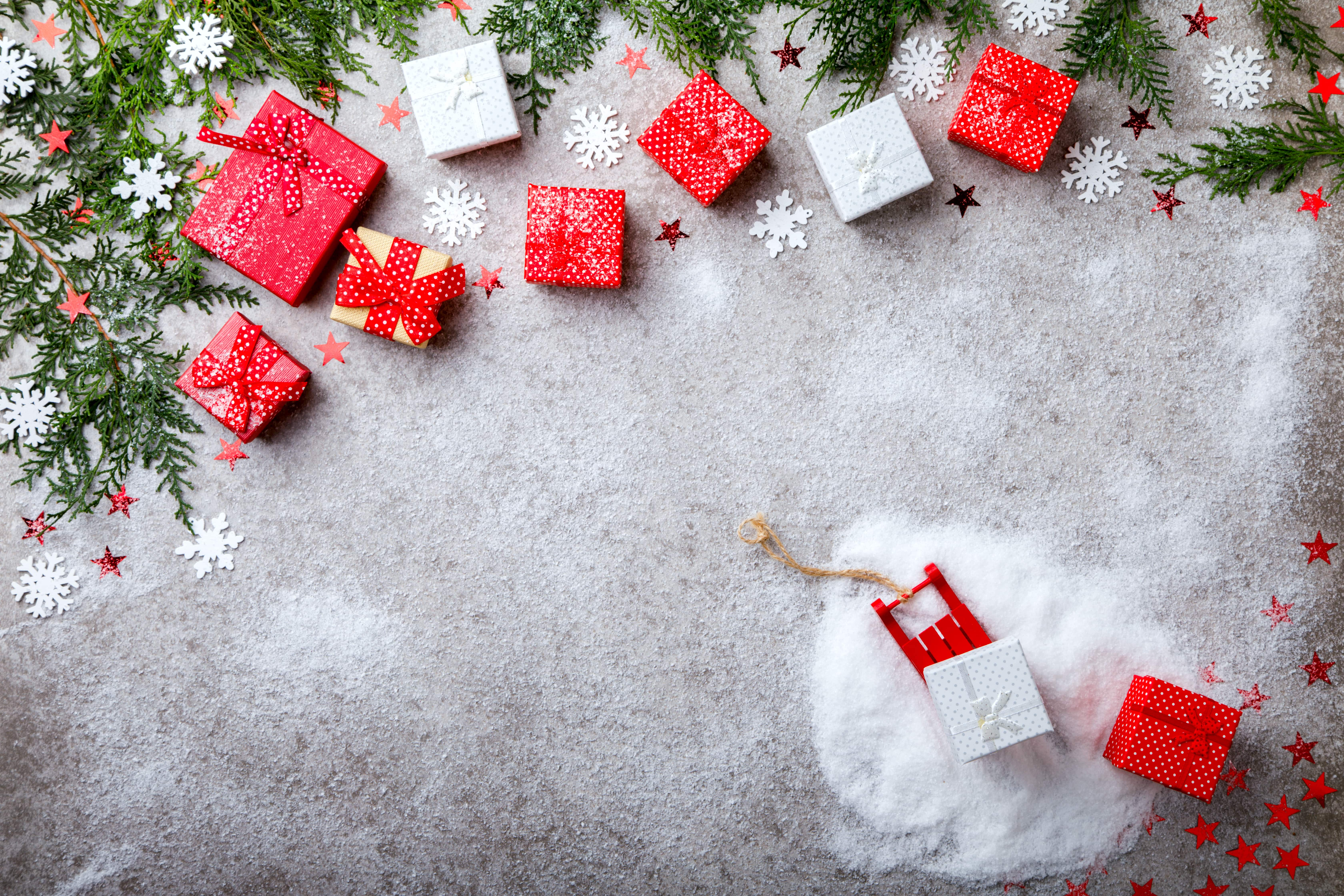 christmas-gift-boxes-Y6BBUAH-min